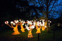 Instalación de árboles que brillan intensamente en la casa y los jardines de Chiswick Fotografía de archivo