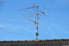 Instalación de la antena de TV Foto de archivo libre de regalías