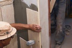 Instalación de los azulejos Fotografía de archivo libre de regalías
