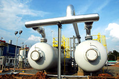 Instalación de los depósitos de gas Imagenes de archivo