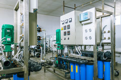 Instalación de los dispositivos industriales de la membrana Imagenes de archivo