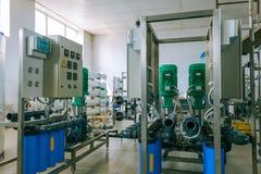 Instalación de los dispositivos industriales de la membrana fotografía de archivo