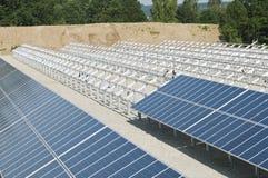 Instalación de los paneles solares Imagen de archivo libre de regalías