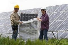 Instalación de Panles solar Imágenes de archivo libres de regalías