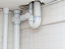 Instalación de tubos sanitarios Fotos de archivo