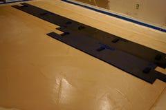 Instalación de un piso concreto sellado Imagen de archivo libre de regalías