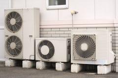Instalación del acondicionador de aire imágenes de archivo libres de regalías