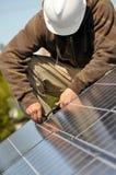 Instalación del cableado del panel solar Imágenes de archivo libres de regalías