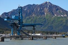 Instalación del cargamento para el carbón en las naves imagenes de archivo