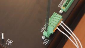 Instalación del conector en el equipo almacen de metraje de vídeo