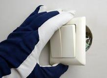 Instalación del interruptor eléctrico Imagen de archivo libre de regalías