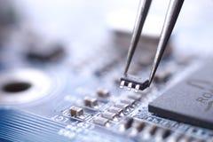 Instalación del microchip Foto de archivo libre de regalías
