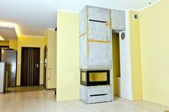 Instalación del parte movible de la chimenea Fotografía de archivo