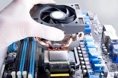 Instalación del refrigerador de la CPU Imágenes de archivo libres de regalías