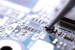 Instalación del transistor de la asamblea Fotos de archivo libres de regalías