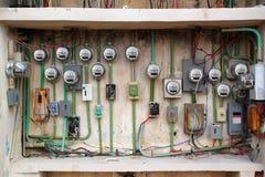 Instalación eléctrica sucia del contador eléctrico Fotografía de archivo libre de regalías