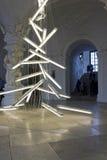 Instalación ligera bajo el peso de la luz de Manfred Erjautz Fotos de archivo