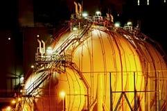Instalación química en la noche Fotos de archivo