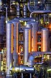 Instalación química en la noche Imagenes de archivo