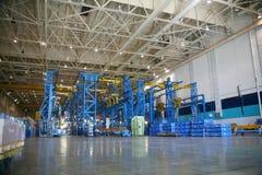 Instalaciones de producción aeroespaciales interiores Imagen de archivo libre de regalías
