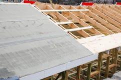 Instalacja drewniani promienie przy budową dachowy kratownicowy system dom budowa dach Waterproofing dach Obrazy Stock