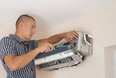 Instalacja i naprawa lotniczy conditioner obrazy royalty free