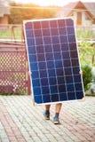 Instalacja niezależnej zewnętrznej fotografii panel voltaic system Odnawialny zielony energetyczny pokolenie zdjęcie royalty free