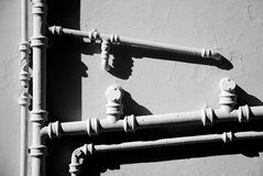 Instalacja wodnokanalizacyjna w czarny i biały obraz royalty free