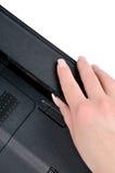 Instalando a bateria do portátil Imagens de Stock Royalty Free