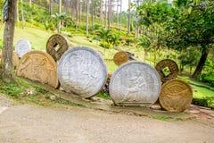 A instalação com as moedas do modelo diferente dos países Fotos de Stock Royalty Free