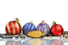 Instale el fondo de la tarjeta de felicitación de la Navidad, sobre el vidrio, cierre, aislado en el fondo blanco Foto de archivo