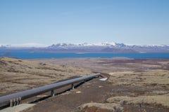 Instale tubos con la energía geotérmica para Reykjavik, Islandia fotografía de archivo