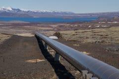 Instale tubos con la energía geotérmica para Reykjavik, Islandia fotos de archivo