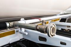 Instale tubos el camión del cemento foto de archivo libre de regalías