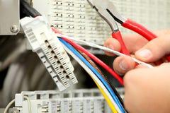Installatie een kabel van mededeling Royalty-vrije Stock Afbeeldingen