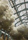 Installatie van hartslag de witte ballons door Charles Petillon Royalty-vrije Stock Fotografie