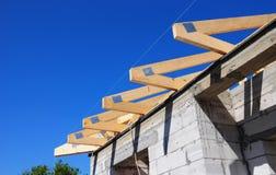 De stralen van het metaal en houten raad stock afbeelding