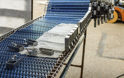 Installatie van industrieel transportbandclose-up (openlucht) Royalty-vrije Stock Foto's