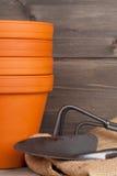 Installatiepotten en het tuinieren materiaal Stock Foto