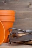 Installatiepotten en het tuinieren materiaal Royalty-vrije Stock Foto