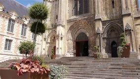 Installaties en kathedraal buiten in Lisieux, Normandië Frankrijk stock video