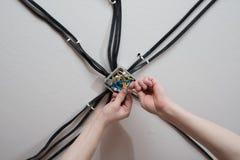 Installation av den elektriska föreningspunktasken Royaltyfri Bild