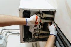 Installation av hem- uppvärmning arkivfoto