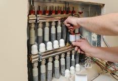 Installation av hem- uppvärmning arkivbild