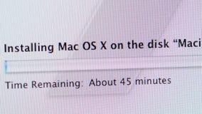 Installation av Mac Os X på Apple MacOS på iMac datorer arkivfilmer
