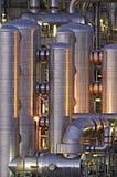 Installation chimique la nuit Photographie stock libre de droits