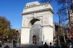 Installation d'AI Weiwei sous Washington Square Park Arch Photographie stock libre de droits