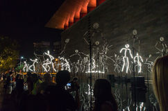 Installation d'art d'intrigues pendant la nuit blanche Photo stock
