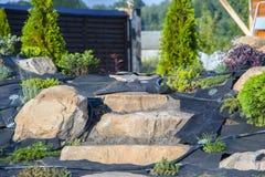 Installation d'irrigation par égouttement dans le jardin du style japonais Image stock