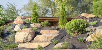 Installation d'irrigation par égouttement dans le jardin du style japonais Photos stock